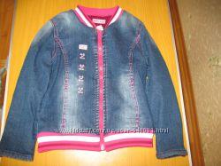 Джинсовая куртка для девочки демисезонная на флисе на 4-5 лет