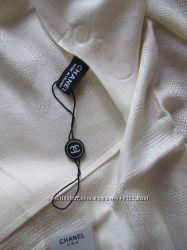 Стильный палантин Chanel сливочный.