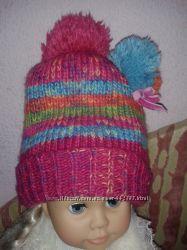 Яркая шапка с разноцветными бубонами Next