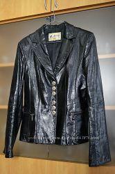 Женский кожаный пиджак. настоящая кожа. 44-46 размер. идеал