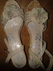 Модные нарядные босоножки от Graceland