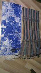 Продаються два нові шарфи з етикетками