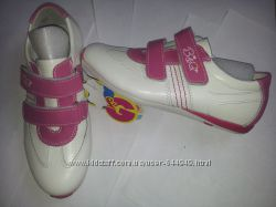 Яркие кроссовки