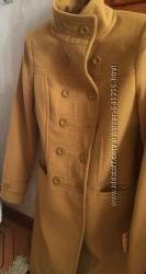 Пальто женское 42 размера, желтого цвета