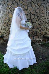 Шикарная трехъярусная белая не венчанная фата декорирована камнями