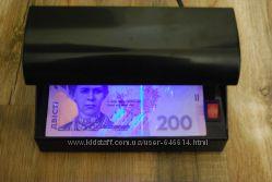 Детектор валют работает от сети