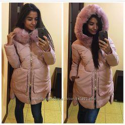 Очень красивая зимняя курточка средней длинны, наполнитель холлофайбер