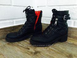 Стильные ботинки guess