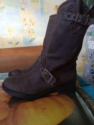 Кожаные сапоги фирмы Bata Италия р. 36 примерно -23,5 см
