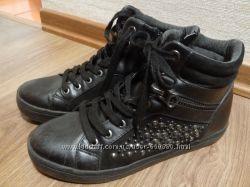 Ботинки 39 размер, стелька 25, 5 см, хорошее состояние