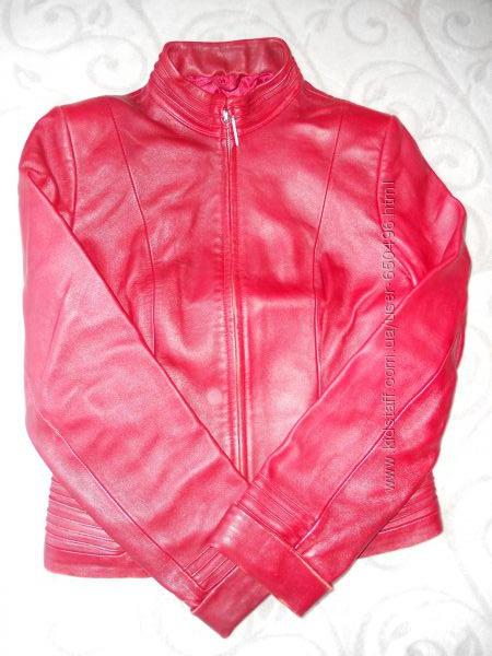 Яркая кожаная курточка