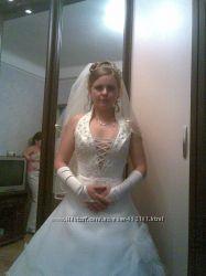 Свадебное платье бу перчатки, диадема, фата, сумочка в подарок