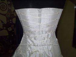 Свадебное платье. Очень красивое В подарок новые кольца под платье