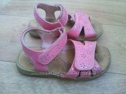 розовые сандали