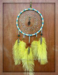 Ловец снов с перьями страуса и листиками подвесками
