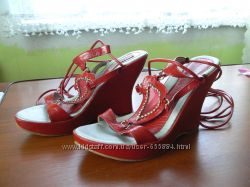 Продам красные босоножки 39 размер, 25см
