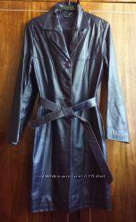 Пальто-плащ женский, кожаный, синий, размер 46. Цена снижена