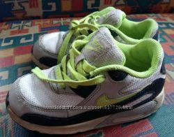 Много мокасин и кроссовок Next, Nike