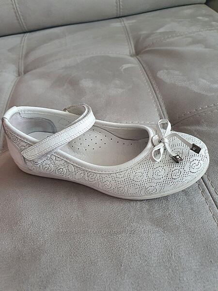 Туфельки для дівчинки нарядні