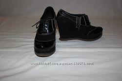 Замшевые ботиночки на танкетке