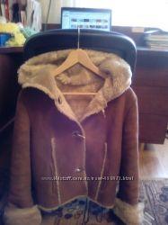 Искусственная короткая стильная куртка-дубленка с капюшоном. SM