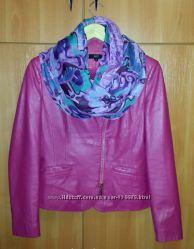 Кожанная куртка 42-44р.  шарф в подарок