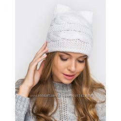 Женская вязаная шапка с ушками белая осеньвесна