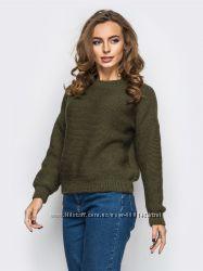 Стильный однотонный свитер в цвете хаки