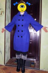 Модное пальто цвета ультрамарин.