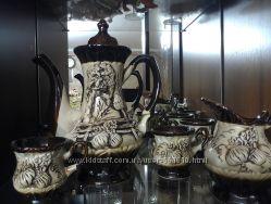 Кофейные чашки и чайничек