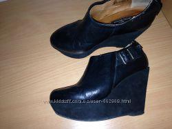 Красивые стильные ботинки на платформе