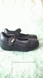 новые кожаные туфли 37 размер