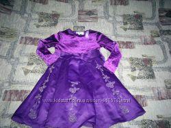 Очень нарядное платье для девочки. Цвет бордовый.