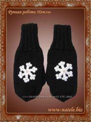 Варежки черные с белой снежинкой и бусиной