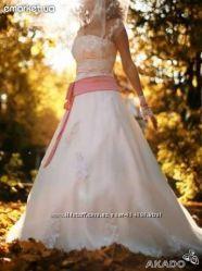 Продам свадебное платье молочного цвета со шлейфом