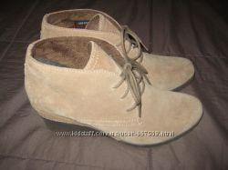 Замшевые бежевые ботинки сникерсы