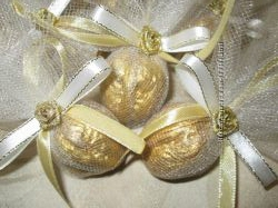 новогодние золотые орешки с пожеланиями . Бомбоньерки.