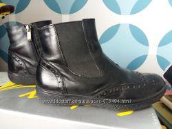 Продам демисезонные кожаные ботинки на мальчика 35 р-р
