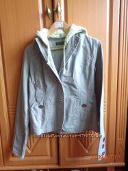 куртка коттоновая в хорошем состояни длинна рукава-65 см. длинна куртки-57