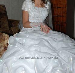 свадебное платье. туфли и балеро в подарок