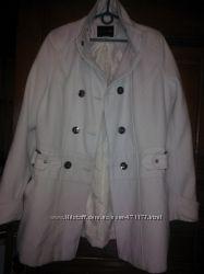 Пальто белое, осеннее
