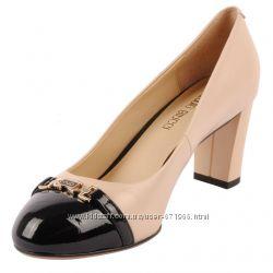 Туфли Антонио Биаджи натур бежевая кожа, черный лак 37 р на стопу 23, 5 см