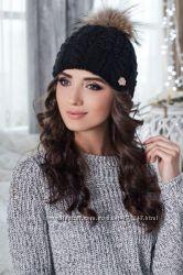 Зимняя женская шапочка с меховым бубоном