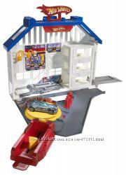 Хот Вилс Сервисный центр и машинка  Hot Wheels Deluxe Super Service Center