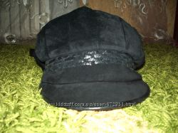 Замшевая зимняя кепка на завязках