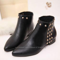 ботинки с заклепками