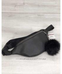 Женская сумка Бананка с пушком черного цвета никель