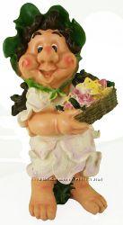 Девочка Гном с цветами.