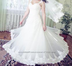 Продам весільну сукню, в дуже хорошому стані.
