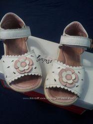 Красивые босоножки LAPSI для девочки